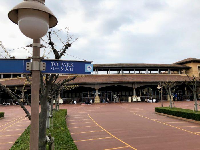 東京ディズニーシー(Tokyo DisneySea) パークエントランスノース(Park Entrance North) 1万人規制中 朝7時