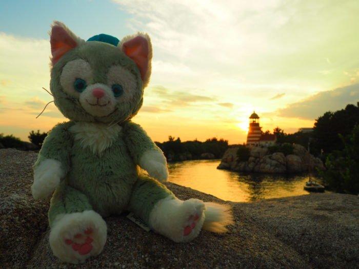 夕暮れのケープコッド灯台をバックにジェラトーニを撮影