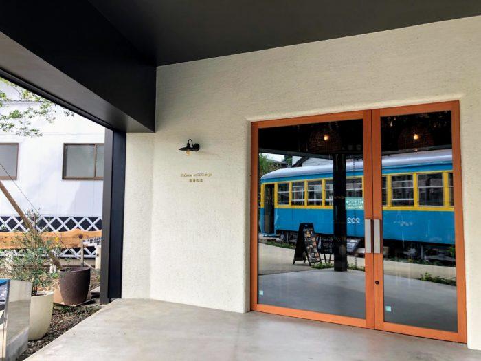 小田原の箱根口ガレージで路面電車を見た後はカフェでまったりと